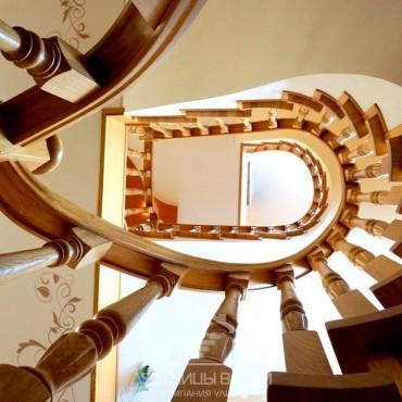 Обшивка винтовой лестницы на бетонном основании дубом г. Раменское
